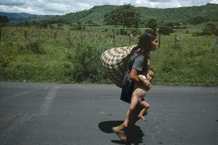 NICARAGUA. Esteli. September 20, 1978. Fleeing the bombing to seek refuge outside of Esteli. The Nicaraguan National Guard captured the city of Esteli which was held by Sandinesta rebels.