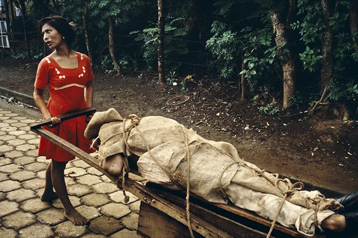 NICARAGUA. Monimbo. 1979. Monimbo woman carrying her dead husband home to be buried in their backyard.